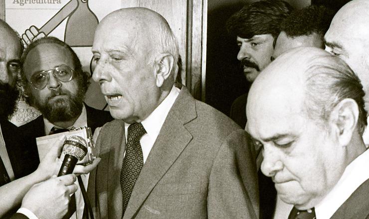 <strong> Ulysses (&agrave; dir.) e Tancredo,</strong> presidentes do PMDB e do PP, respectivamente, que voltariam a atuar sob a mesma legenda