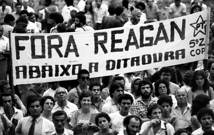 <strong> Protesto na Cinel&acirc;ndia,</strong> centro do Rio, contra a visita de Ronald Reagan