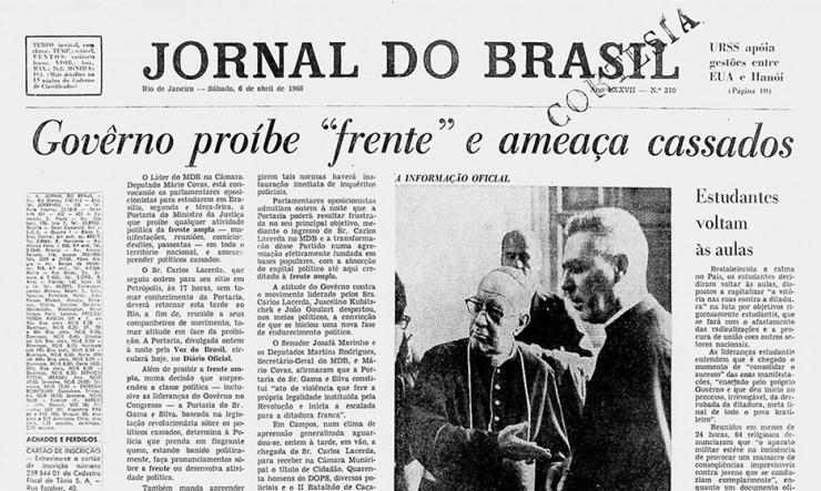 """<strong> Manchete do """"Jornal do Brasil""""</strong> de 1968 anuncia a proibição à Frente Ampla e relata a reação do MDB"""
