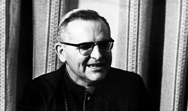 <strong> Dom Paulo Evaristo Arns,</strong> &nbsp;em 1974; no Natal daquele ano, o arcebispo de S&atilde;o Paulo sugeriu a v&aacute;rias organiza&ccedil;&otilde;es a articula&ccedil;&atilde;o de uma campanha pela anistia