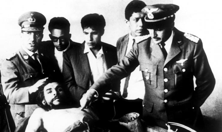 <strong> O corpo de Che Guevara</strong> &eacute; exposto para jornalistas em Vallegrande, na Bol&iacute;via&nbsp;