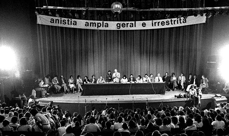 <strong> Congresso Nacional pela Anistia,</strong> no teatro da PUC, o Tuca, em S&atilde;o Paulo, em 2 de novembro de 1978&nbsp;