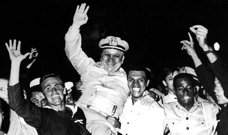 <strong> Almirante Arag&atilde;o</strong> &eacute; homenageado por marinheiros rebelados  &nbsp;