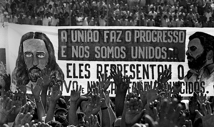 <strong> Greve 1979</strong> &ndash; Assembleia no campo de Vila Euclides que aprovou o fim da greve