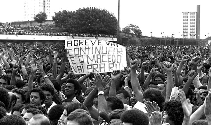 <strong> Assembleia com 60 mil metal&uacute;rgicos </strong> no ABC, em mar&ccedil;o de 1980, em que Murilo Macedo, ministro do Trabalho da ditadura, &eacute; criticado&nbsp;