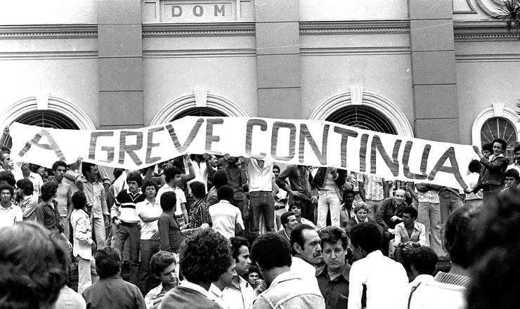 <strong> Entrada da Igreja Matriz</strong> de S&atilde;o Bernardo do Campo (SP),&nbsp;onde os metal&uacute;rgicos se reuniram em assembleia em 24 de abril de 1980