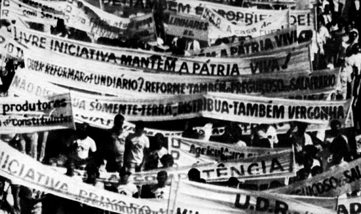 <strong> Marcha de proprietários de terra </strong> organizada pela UDR para protestar contra a aprovação de dispositivos favoráveis à reforma agrária