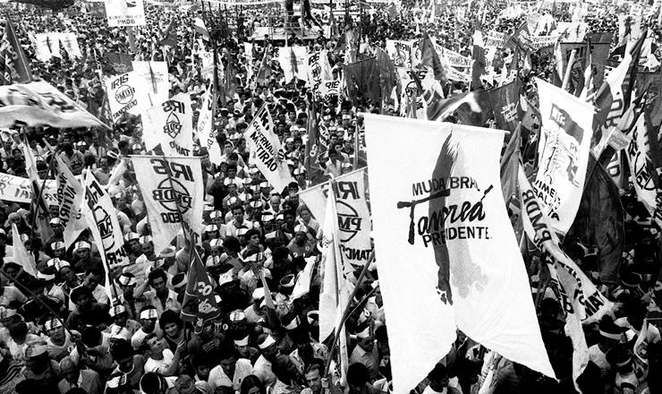 <strong> Com&iacute;cio em Goi&acirc;nia de Tancredo Neves</strong> &agrave; Presid&ecirc;ncia da Rep&uacute;blica, em 14 de setembro de 1984
