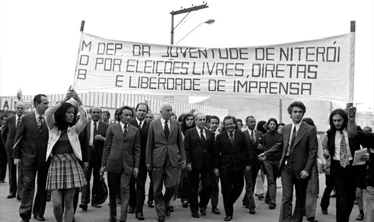 <strong> Ulysses Guimar&atilde;es em campanha </strong> da anticandidatura &agrave; Presid&ecirc;ncia da Rep&uacute;blica, em setembro de 1973&nbsp;