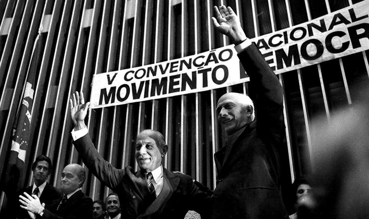 <strong> General Euler Bentes Monteiro</strong> (&agrave; esq.) &eacute; lan&ccedil;ado candidato do MDB &agrave; sucess&atilde;o de Geisel, em 23 de agosto 1978&nbsp;