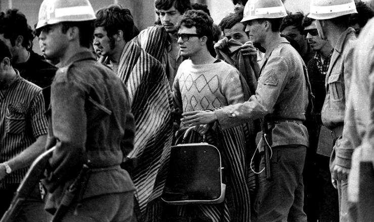 <strong> Pris&atilde;o de estudantes em Ibi&uacute;na (SP),</strong> no 30&ordm;&nbsp;Congresso da UNE, em outubro de 1968&nbsp;