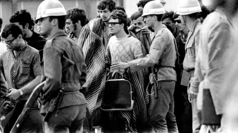 <strong> Prisão de estudantes</strong> durante o 30° Congresso da UNE, em Ibiúna (SP)