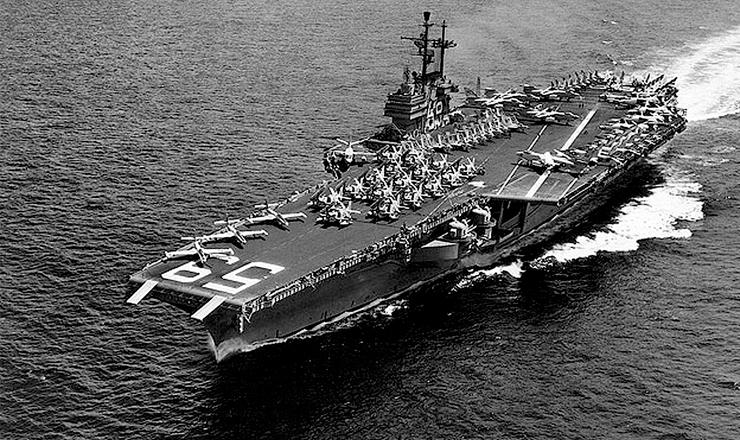 <strong> USS Forrestal, </strong> porta-avi&otilde;es da Marinha norte-americana que integrava a frota da Opera&ccedil;&atilde;o Brother Sam