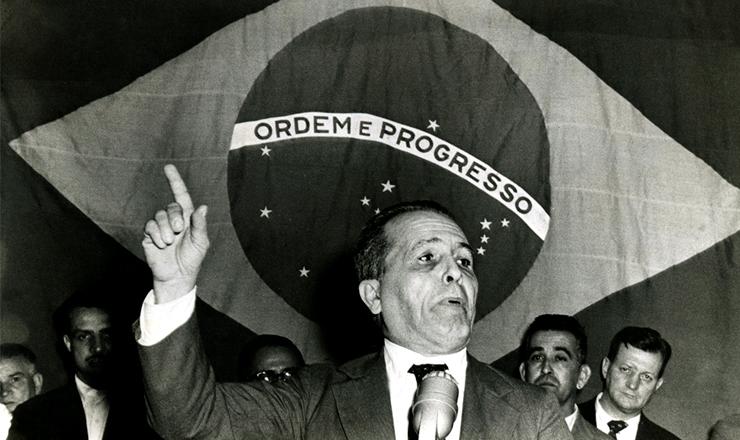 <strong> Lu&iacute;s Carlos Prestes discursa </strong> no encerramento do 5&ordm; Congresso do PCB, na Associa&ccedil;&atilde;o Brasileira de Imprensa, no Rio, em setembro de 1960&nbsp;