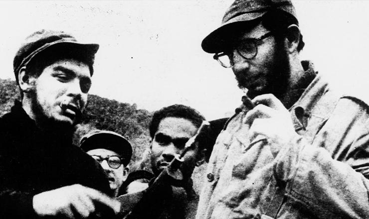 <strong> Che Guevara e Fidel Castro </strong> (&agrave; dir.) em&nbsp;Sierra Maestra durante a Revolu&ccedil;&atilde;o Cubana