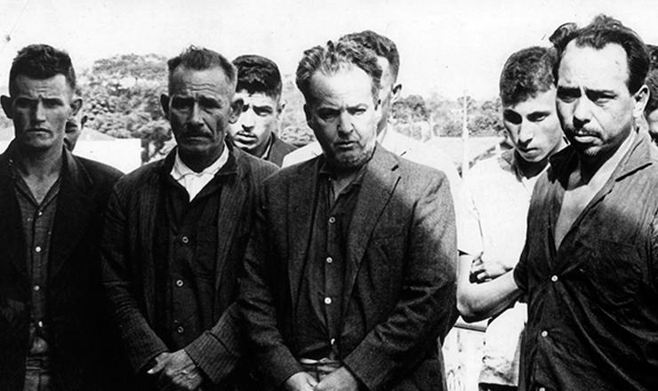 <strong> Integrantes da guerrilha </strong> de Tr&ecirc;s Passos, liderada pelo coronel Jefferson Cardim Os&oacute;rio (MNR)