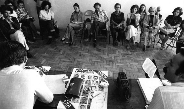 <strong> &nbsp;O advogado Luis Eduardo Greenhalgh</strong> &nbsp;(&agrave; dir., em primeiro plano) em reuni&atilde;o do Comit&ecirc; Brasileiro pela Anistia, em 1979, em S&atilde;o Paulo