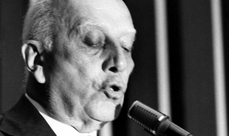 <strong> Ulysses Guimar&atilde;es discursa </strong> contra as medidas de emerg&ecirc;ncia: &quot;Ato ditatorial que afronta a na&ccedil;&atilde;o&quot;