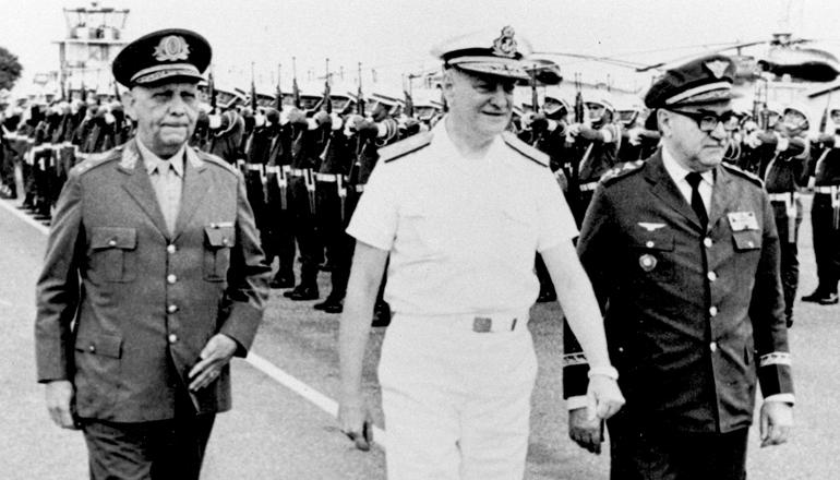 <strong> A Junta Militar que assumiu </strong> o poder com a doen&ccedil;a do presidente Costa Silva em 1969: general Lira Tavares, almirante Augusto Rademaker e brigadeiro Marcio de Souza e Melo (da esq. para a dir.)  &nbsp;