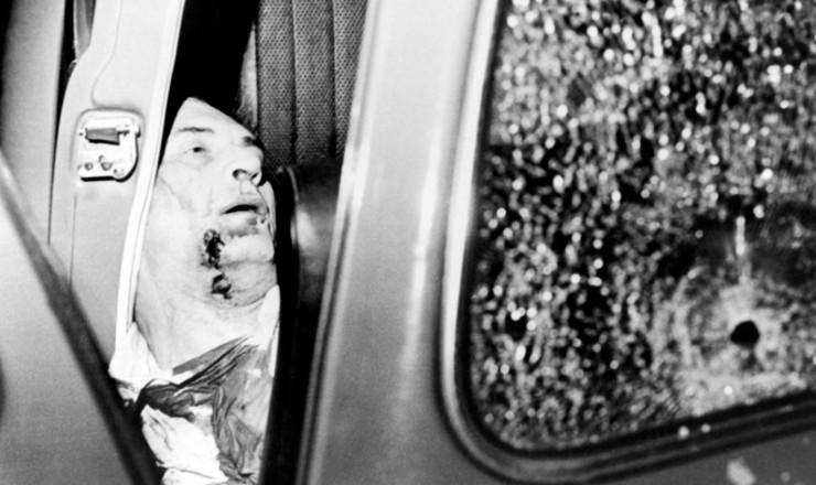 <strong> Marighella assassinado</strong> dentro de um fusca na alameda Casa Branca, em São Paulo