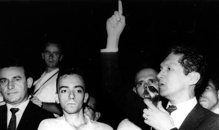 <strong> Francisco Julião discursa </strong> em comício das Ligas Camponesas, em 1961