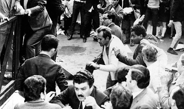 <strong> Ataque ao palanque </strong> do governador Abreu Sodré na praça da Sé, em São Paulo, na comemoração oficial do Primeiro de Maio de 1968