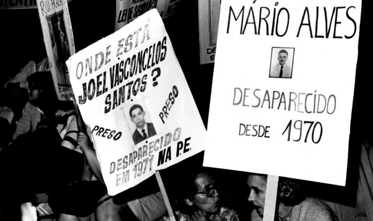 <strong> Manifesta&ccedil;&atilde;o na Cinel&acirc;ndia,</strong> no Rio de Janeiro, em agosto de 1980, cobra not&iacute;cias sobre desaparecidos pol&iacute;ticos