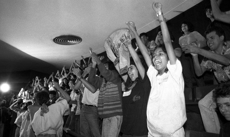<strong> Jovens comemoramna galeria</strong> do Congresso a aprovação da emenda que instituiu o voto facultativo aos 16 anos