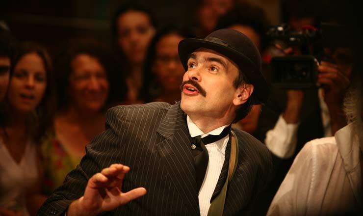 <strong> O ator Marcelo Drummond, </strong> no papel do escritor Euclides da Cunha, na montagem da peça em 2007