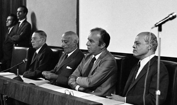 <strong> Ulysses Guimar&atilde;es,</strong> o novo presidente do MDB, ladeado por Oscar Pedroso Horta (&agrave; esq.) e Nelson Carneiro (ponta direita)