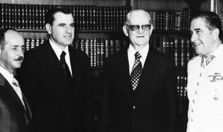 <strong> Os ditadores na posse: </strong> Hugo Banzer, Juan Maria Bordaberry, Ernesto Geisel e Augusto Pinochet (da esq. para a dir.)