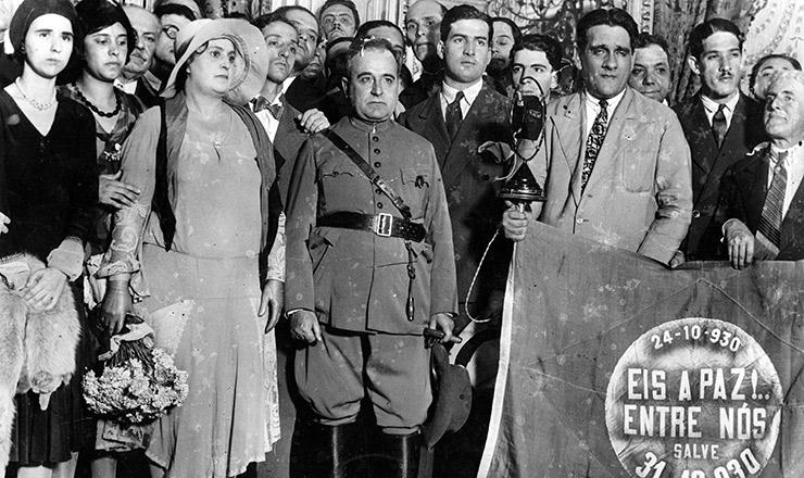<strong> &nbsp;Getúlio Vargas chega </strong> ao palácio do Catete para tomar posse como presidente da Rep&uacute;blica